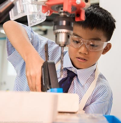 A kid doing an experiment at the laboratory
